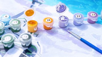 Beim Malen nach Zahlen auf Leinwand sind die Acryl Farben nummeriert